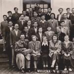 Moi rodzice (na dole po lewej) na wycieczce z młodzieżą do Wieliczki
